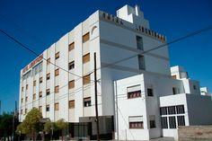 Allanamientos y dos detenidos por el robo de una caja fuerte al Hotel Libertador de Trelew http://www.ambitosur.com.ar/allanamientos-y-dos-detenidos-por-el-robo-de-una-caja-fuerte-al-hotel-libertador-de-trelew/ Así lo confirmó el director de la Policía Judicial del Chubut, Marcelo Gauna. Destacó el trabajo minucioso de la Brigada de Investigaciones y de la Policía Científica. Además se refirió a la detención infraganti de una persona por otro hecho ocurrido hoy en es