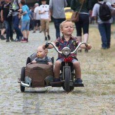 Bike w Sidecar - Harley Davidson Motorcycles, Custom Motorcycles, Custom Bikes, Custom Vans, Mini Bike, Motorcycle Humor, Sidecar Motorcycle, Velo Cargo, Moto Scooter