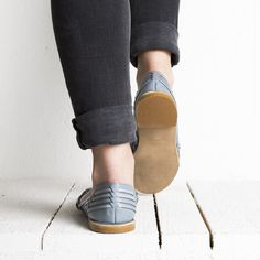 Onyva.ch / La Garconne Shoes #onyva #onlineshop #shoes #sandals #shoedesign #elegant #chic #switzerland #lagarconneshoes #vintage #summer #summershoes #summersandals #fashion #leather Tap Shoes, Shoes Sandals, Dance Shoes, Chalet Chic, Elegant Chic, Summer Shoes, Switzerland, Designer Shoes, Oxford Shoes