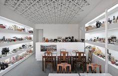 Delicatessen Local: Setúbal Programa: Loja e café, 35m2 Orçamento: € 35.000 Cliente: Fugas Lusaslda Ano: 2006 Arquitectura: João Costa Ribeiro, João Ferrão,…