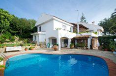 Lovely villa with pool in Bonanova