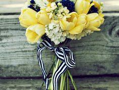 gelbe-tulpen-blumensträuße-mit-wunderschönen-blumen-dekoration-deko-mit-blumen