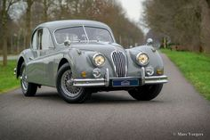 Jaguar XK 140 Litre SE FHC, year Chassis number: BW, engine number: X, original delivery with Special Equipment package AND automatic gearbox. Jaguar Xj, Jaguar E Type, V12 Engine, Cars Series, Aston Martin, Cars For Sale, Convertible, Ferrari, Cutaway