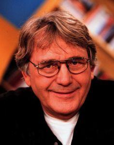 Henk Elsink 20-04-1935  Nederlandse cabaretier, zanger en schrijver. In het begin van de jaren zestig heeft hij twee seizoenen meegedaan in het ABC-cabaret van Wim Kan en Corry Vonk. Daarna ging Elsink het theater in met onemanshows. In 2005 heeft Elsink zijn huis op Mallorca verkocht en is hij weer naar Nederland teruggekeerd om in Baarn te gaan wonen. https://youtu.be/i9RXtC9_4Tc