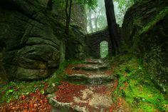 Old castle in Karkonosze Mountains © Karol Nienartowicz