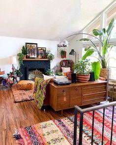 50 Bohemian Living Room Decoration Ideas - Home & Garden Bohemian Living Rooms, Bohemian Decor, Bohemian Style, Boho Room, Style At Home, Living Room Furniture, Living Room Decor, Modern Furniture, Bench Furniture