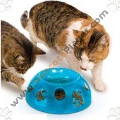 La gran ventaja es que al tener que cazar la comida el gato come mucho más lento lo que previene trastornos intestinales por comer de prisa. Este método también se puede aplicar en gatos obsesos, para cambiar las costumbres de comer.  http://www.mascotaplanet.com/catalog/comedero-gatos-tiger-diner-p-6809.html