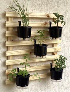 Best DIY Woodworking in Gardens Garden Shelves, Plant Shelves, Patio Decorating Ideas On A Budget, Porch Decorating, Patio Ideas, House Plants Decor, Plant Decor, Diy Bedroom Decor, Diy Home Decor