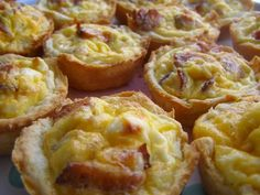 Breakfast on the run! Bacon, Cheese & Egg Biscuit Cups Cooked in Muffin Tin. I would save time and use Pillsbury crescent roll dough instead of making the biscuit dough from scratch as the recipe indicates. What's For Breakfast, Breakfast Dishes, Breakfast Recipes, Breakfast Potluck, Frozen Breakfast, Breakfast Biscuits, Bacon Breakfast, Breakfast Options, Breakfast Muffins