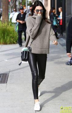 """Street style sao tuần qua: Kỳ Duyên mặc đẹp bao nhiêu, Dara """"thảm họa"""" bấy nhiêu - Ảnh 21."""