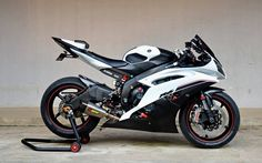motorcycles-and-more:   Yamaha R6 - ∥     ∥
