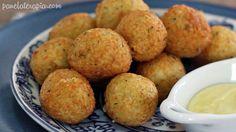 PANELATERAPIA - Blog de Culinária, Gastronomia e Receitas: Bolinho de Arroz Recheado com Queijo (arroz, ovo, salsinha, creme de ricota, farinha, azeite, leite, queijo)