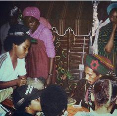 **Bob Marley** & Family, 56 Hope Road, Kingston, Jamaica, February 6, 1979. Celebrating Bob's Earthstrong. More fantastic pictures, music and videos of *Robert Nesta Marley* on: https://de.pinterest.com/ReggaeHeart/ ©Lindsay Oliver Donald/ http://lindsaydonaldrootsreggaephotographer.blogspot.de