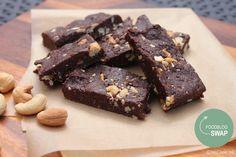 Gezonde repen met dadels, cashewnoten, amandelmeel & (ongezoete) cacao. Een heerlijke, verantwoorde, gezonde snack of tussendoortje.