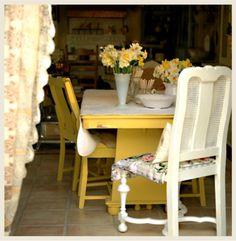 English Cottage Interiors | Cottage Style Decorating
