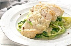 Feta Chicken with Zoodles: A Creamy and Low-Carb Recipe Zucchini Noodle Recipes, Zoodle Recipes, Spiralizer Recipes, Zoodles With Chicken, Feta Chicken, Low Carb Noodles, Veggie Noodles, Zucchini Noodles, Low Carb Recipes