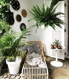 diy plant stand ideas to fill your living room with greenery 13 Home Interior, Interior Design Living Room, Kitchen Interior, Vertical Wall Planters, Apartment Balcony Decorating, Diy Plant Stand, Backyard Projects, Plant Decor, Room Decor Bedroom