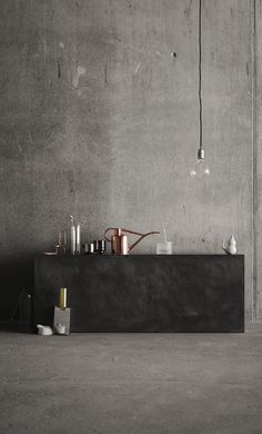 Grey concrete walls softened by glass and copper accessories by Coco Lapine Design accessories minimal Concrete and kitchen appliances - COCO LAPINE DESIGN Interior Architecture, Interior And Exterior, Interior Modern, Indigo Furniture, Interior Styling, Interior Decorating, Decorating Ideas, Copper Accessories, Kitchen Accessories