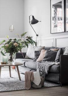 Cozy Living Room Boho - Så höjer du mysfaktorn i ett minimalistiskt hem 8 knep. Room Design, Living Room Furniture, Living Room Decor Apartment, Hygge Living Room, Minimalist Living Room, Modern Minimalist Living Room, Living Room Diy, Home Decor, Living Decor