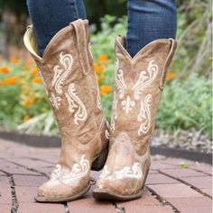 Women's Tan Brown Cortez/Cream Fleur de Lis - Corral boots. these are what im getting for my bday! :) cant wait!