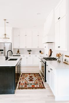 Pendant lights are the perfect pairing to the ubiquitous kitchen island. Follow these tips to make choosing pendant lights a cinch and shop my favorites. #kitchenlighting #kitchendesign