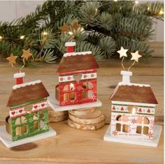 Detalle para navidad: portavelas metálico con forma de casita, 3 modelos diferentes.