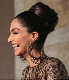 Celebrity Hairstyles at The GQ Man of the Year Awards 2013 … – Uñas Coffing Maquillaje Peinados Tutoriales de cabello Big Nose Girl, Sonam Kapoor Hairstyles, Big Nose Beauty, Models With Big Noses, Hooked Nose, Pretty Nose, Photographie Portrait Inspiration, Celebrity Hairstyles, Knot Hairstyles