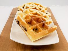 A photo of a row of chocolate chip Belgian waffles on a white dish placed on a wooden board. Waffle Recipes, Gourmet Recipes, Sweet Recipes, Cookie Recipes, Paleo Diet Snacks, Paleo Diet Food List, Healthy Meals, My Favorite Food, Favorite Recipes