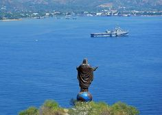 Cristo Rei of Dili or Christ the King of Dili is a foot m) tall statue of Jesus located atop a globe in Dili, East Timor. Jaco, Timor Timur, Timor Oriental, Portugal, Christ The King, Timor Leste, Beautiful Sunrise, Asia Travel, Travel Tips