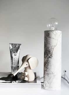 Revamp a lamp by covering the base with contact paper that matches your aesthetic. 23 Super Cute Contact Paper DIYs To Transform Your Home Diy Luminaire, Magazine Deco, Marble Lamp, Carrara Marble, Boutique Deco, Contact Paper, Diy Table, Diy Home Decor, Easy Diy