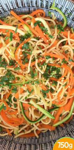 Easy stir-fried noodles with carrots, zucchini and soy - sauce- neujahr chinoi. Easy stir-fried noodles with carrots, zu. Gf Recipes, Easy Salads, Healthy Salad Recipes, Asian Recipes, Ethnic Recipes, Healthy Dinners For Two, Healthy Menu, Easy Meals, Green Curry Sauce