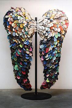 Återvinning och miljömedvetenhet kan skapa nya design– och konstmöjligheter. Här 10 konst– och designverk skapade av flip flops.