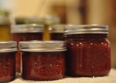 This jam is so delicious that I couldn't wait to post this and I'm doing it while I make my SECOND batch. In the past, I've made tomato butter (yuck) and tomato jelly (okay) but … Tomato Jelly, Tomato Jam, Tomato Preserves, Jam Recipes, Canning Recipes, Jelly Recipes, Appetizer Recipes, Recipies, Food N