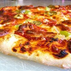 This recipe produces a pizza base that is soft and doughy on the inside and slightly crusty on the outside. Cover it with your favourite sauce and toppings to make a delicious pizza. Pizza Recipes, Cooking Recipes, Quiches, Homemade Pickles, Homemade Food, Pizza Party, Chapati, Base Foods, Pizza Dough