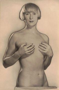 Man Ray: Suzi Solidor, 1929.