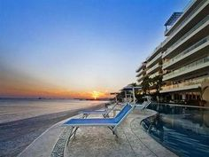 Puerto Vallarta, JA: Adjacent to the ultra exclusive Punta Mita Resort and away from the bustle of tourist swagger, this boutique condominium project of only 22 units offe...
