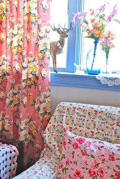 A nice mix of floral fabrics, and a deer on the window sill for added whimsy <3
