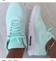 1cd053a9e406 I AM LOOKING FOR THESE EXACT SNEAKERS