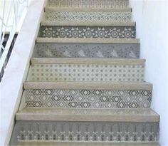 1000 images about home makeover on pinterest stairs for Descente d escalier interieur