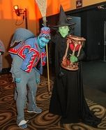 Wicked Witch of The West & Winged Monkey - Halloween Costume Contest via Flying Monkey Costume, Monkey Halloween Costume, Monkey Costumes, Homemade Halloween Costumes, Halloween Costume Contest, Family Halloween Costumes, Halloween Couples, Halloween 2017, Halloween Kids