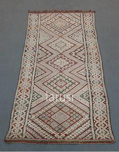 Vintage Berber kilim www.larusi.com