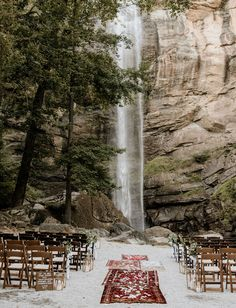 Boho and rustic ceremony setup in front of Toccoa Falls. If we could describe the perfect waterfall wedding setup, this would be it! Minimal greenery and candles with a little bit of boho thrown in with some vintage rugs! Green And White Wedding Flowers, Classic Wedding Flowers, Wedding Set Up, Green Wedding, Boho Wedding, Wedding Shoes, Wedding Things, 1920s Wedding, Wedding Details