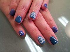 Holiday shellac nails