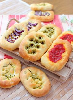 Italian Recipes, New Recipes, Cooking Recipes, Focaccia Pizza, Mini Foods, Appetisers, My Favorite Food, Food Porn, Food And Drink