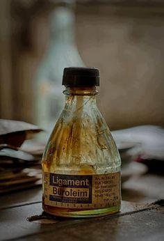 Kleber aus der Flasche ... und der roch so komisch, süßlich ...