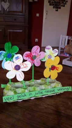 Bloemen knutselen Preschool Crafts, Easter Crafts, Party Gifts, Children, Kids, Restaurant, Flowers, Inspiration, Infant Activities