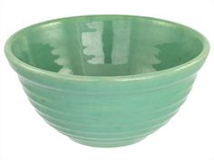 I love big, sturdy colorful mixing bowls. Bauer and Fiesta. This is a Bauer Pottery Ring Ware jade outside ring mixing bowl. Mold marked Some inside scratches and a couple of small nicks. Vintage Bowls, Vintage Love, Vintage Stuff, Pottery Bowls, Pottery Art, Vintage California, California Style, Bauer Pottery, Antique Pottery