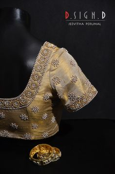 Shopzters is a South Indian wedding site – Blouse Cutwork Blouse Designs, Wedding Saree Blouse Designs, Pattu Saree Blouse Designs, Simple Blouse Designs, Stylish Blouse Design, Sari Blouse, Hand Work Blouse Design, Maggam Work Designs, Gold Blouse