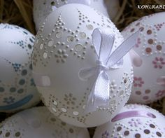 krajkované se stuhou bílé - KACHNÍ / Zboží prodejce kohlrabi | Fler.cz Snowflake Ornaments, Christmas Snowflakes, Christmas Holidays, Christmas Gifts, Christmas Decorations, Egg Crafts, Easter Crafts, Diy And Crafts, Eastern Eggs