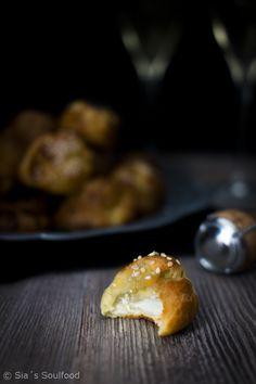 Käsewindbeutel {Gougères} I Cheese puffs